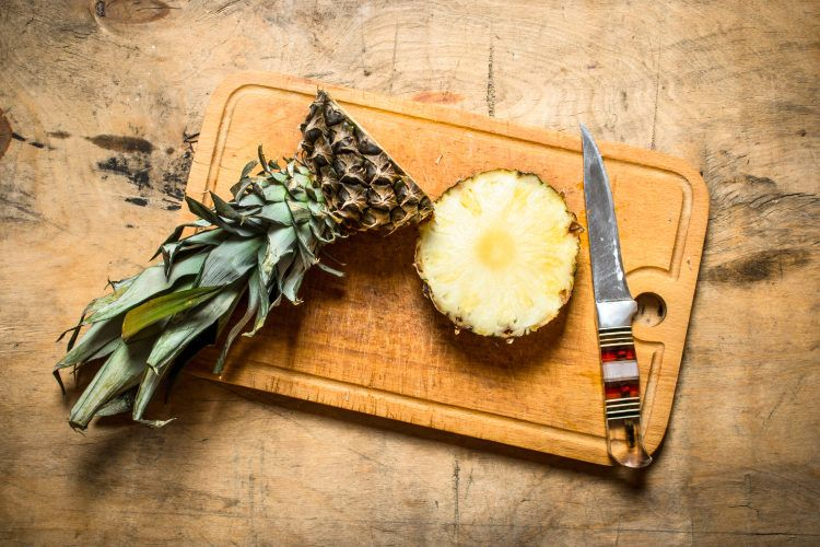 Ways to reuse kitchen waste_pineapple tops