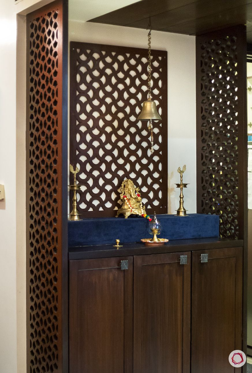 Puja Room Design: Luxurious & Intricate Latticework For Pooja Rooms