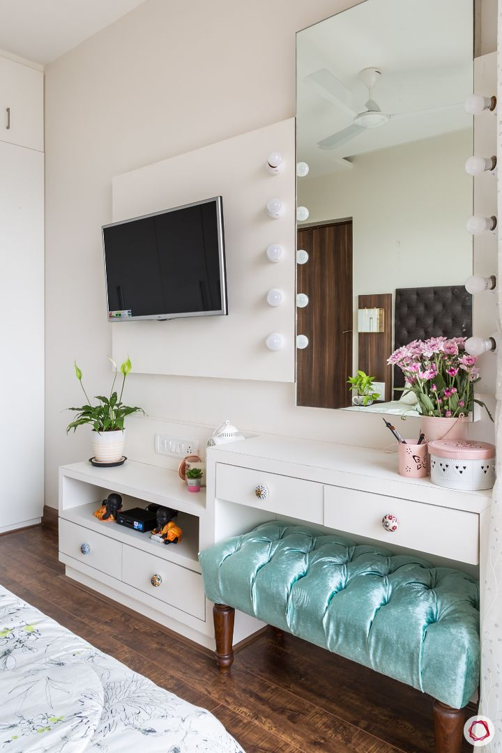 Vanity room-mirror with bulbs-white TV panel-dressing table