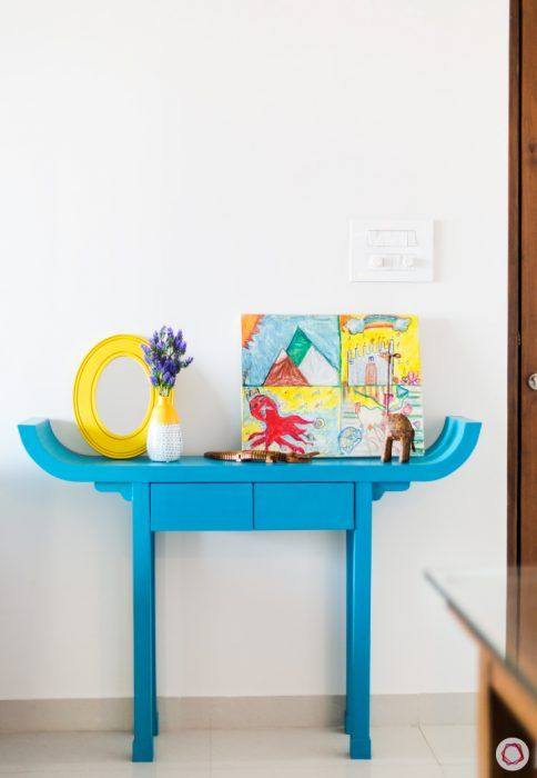 console-table-blue