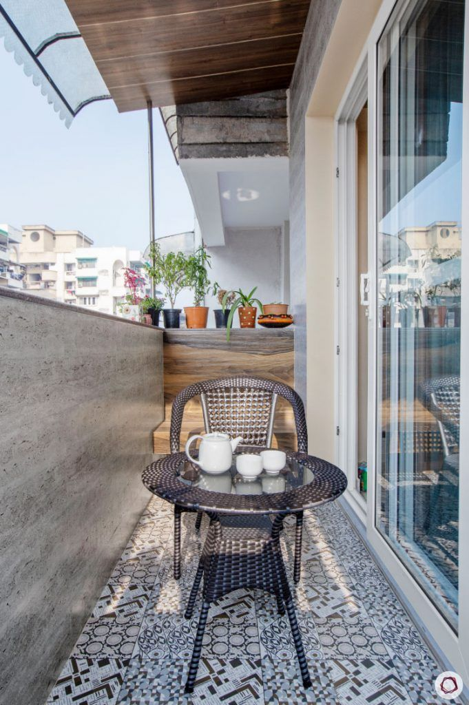 Balcony Design compact-wicker-chair-table
