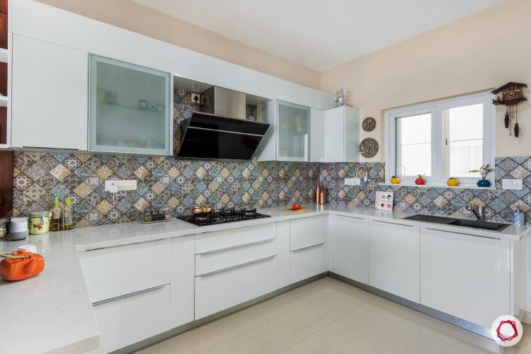 White kitchen designs_moulded tiles 1