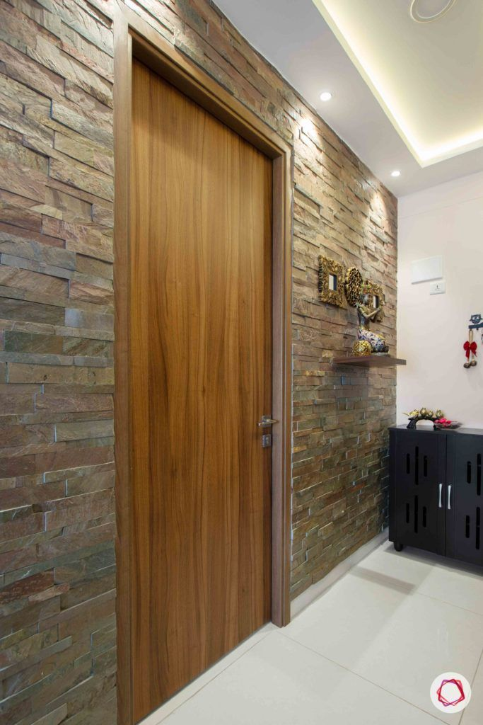 snn raj greenbay-entryway-stone cladding wall-wooden door