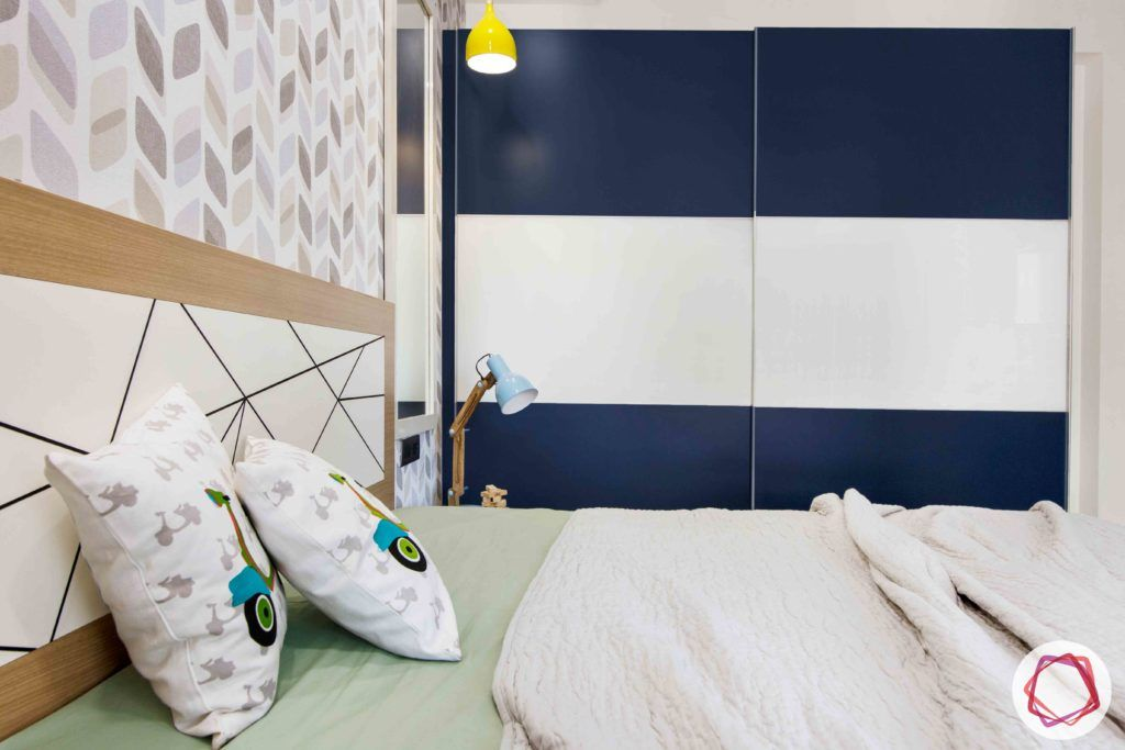 kids-bedroom-blue-lacquered-glass-wardrobe-light
