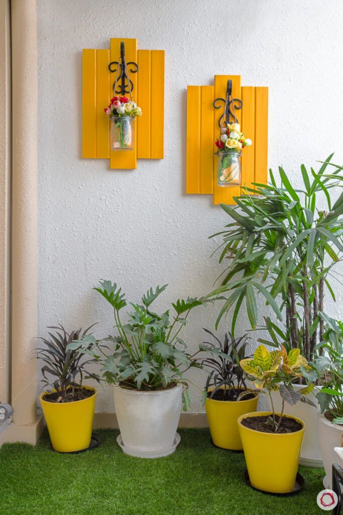 yellow vertical planter designs-artificial turf for balcony