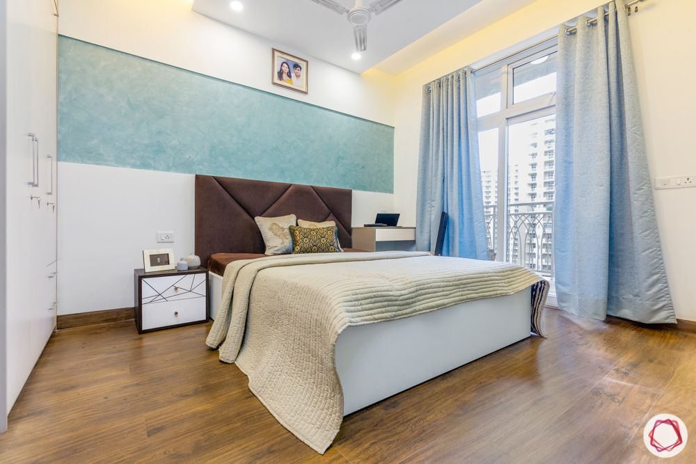 mahagun mywoods-livspace noida-master bedroom-bed-side tables