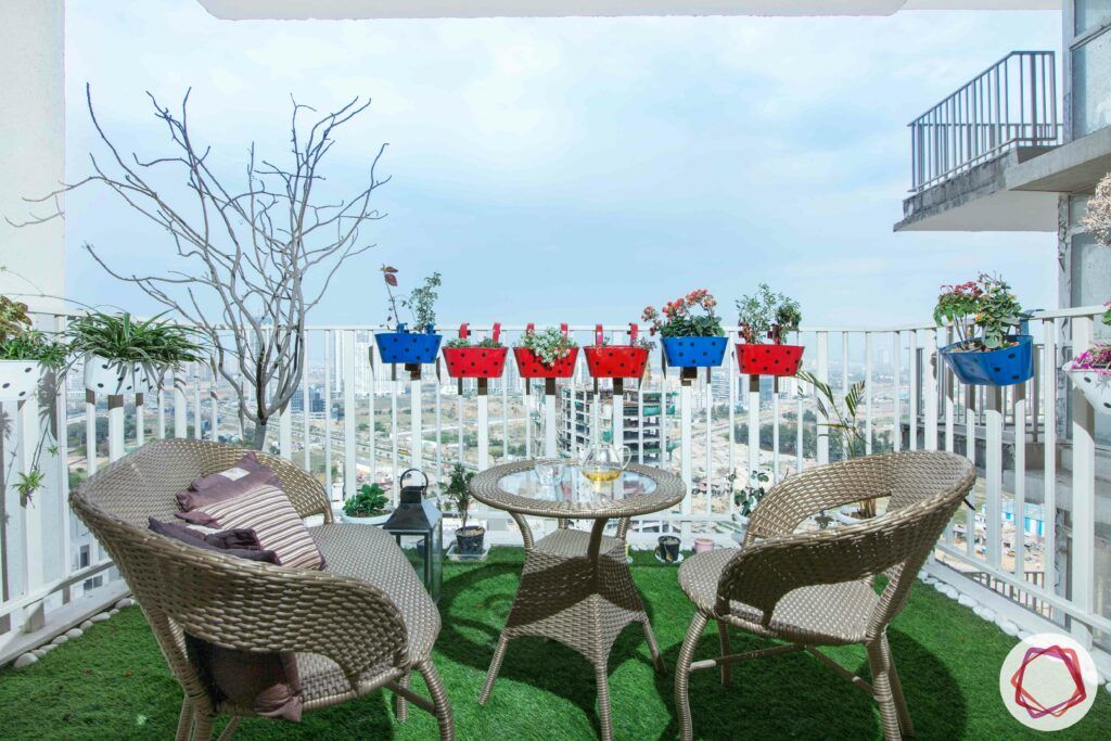 flat balcony ideas-planters-artificial turf-cane chairs