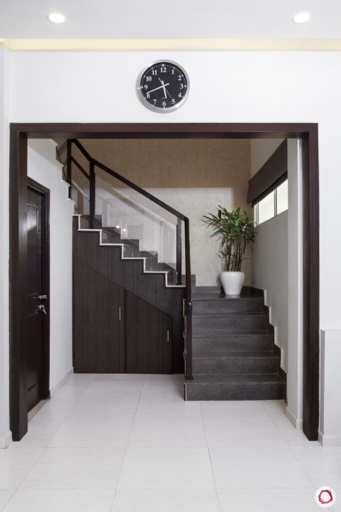 wood staircase-clock-side staircase