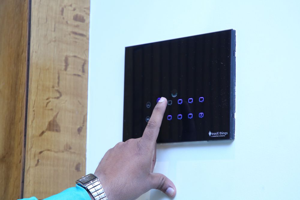 home-automation-companies-operating smart switches