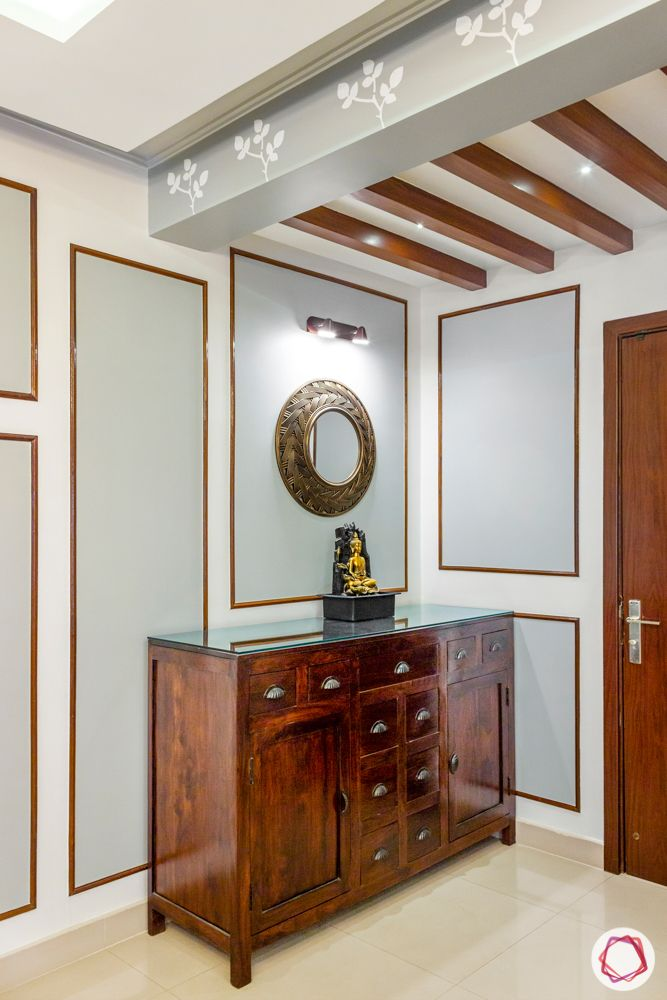foyer-wooden-rafters-console-table-mirror