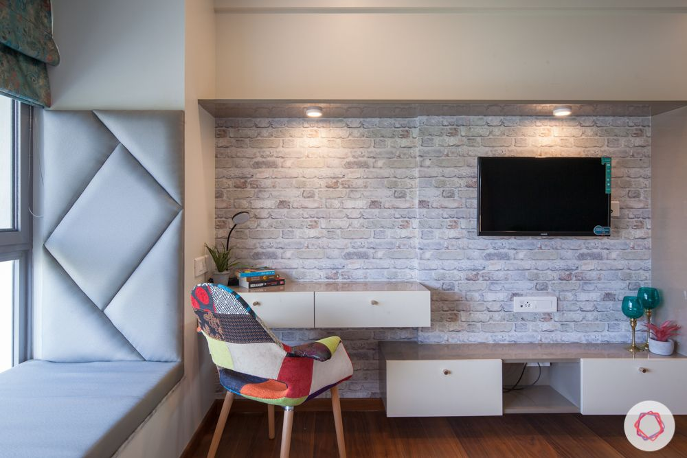 exposed brick wall-tv unit-study table-bay seating