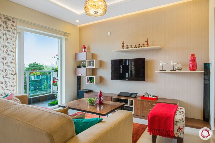 bangalore-home-design-living-room-wooden-centre-table-pastel-wall