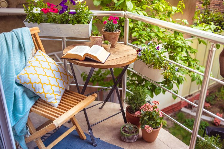 how-to-clean-garden-wipe-furniture
