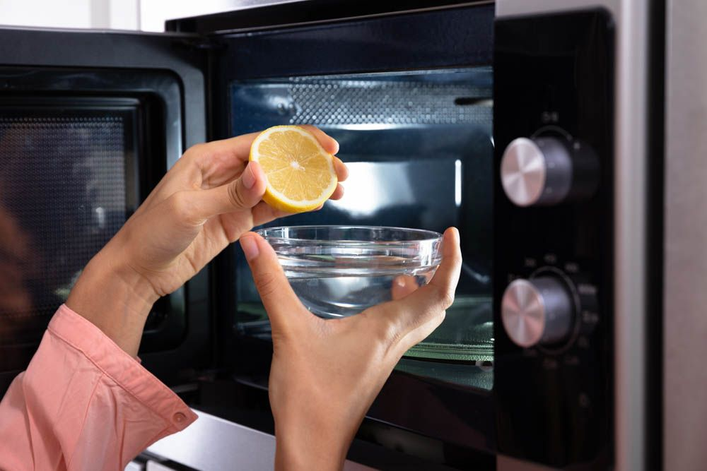 cleaning tips for lazy people-microwave lemon