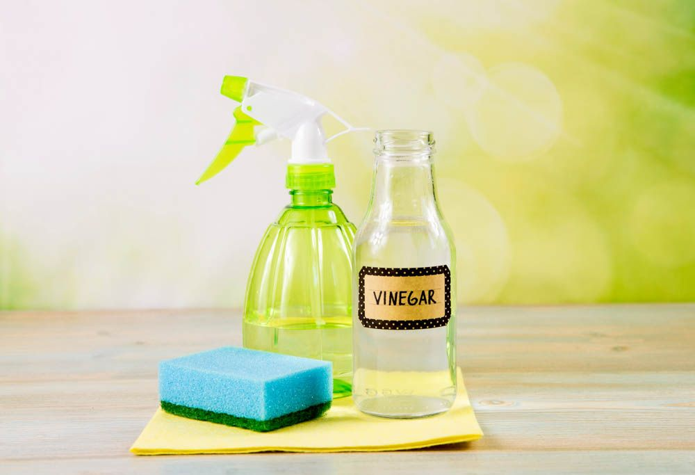 homemade cleaning solution-vinegar-cleaning solution
