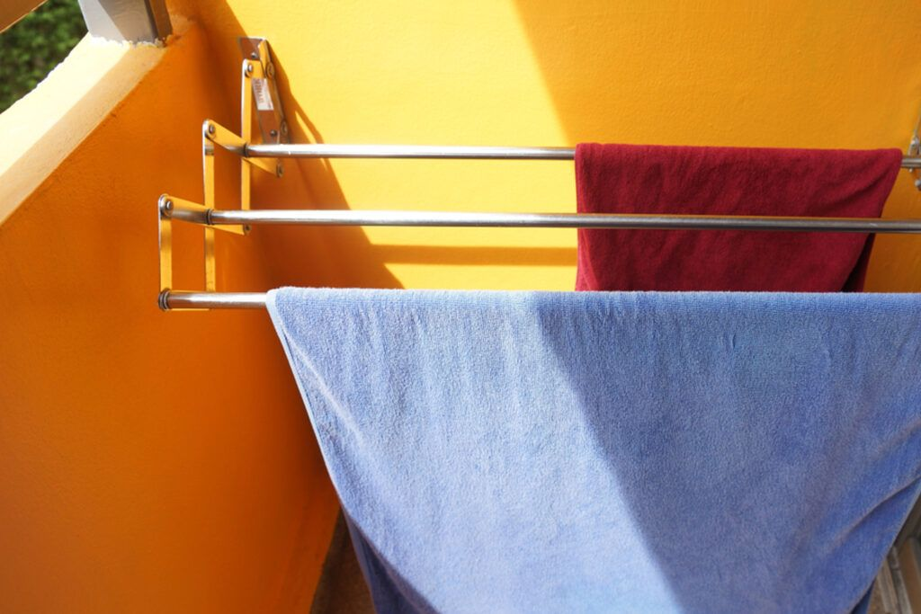 dry clothes indoors-clothes stand