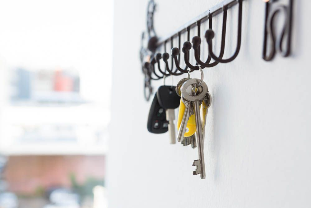 cleaning-hacks-keep-things-in-place-keyholder
