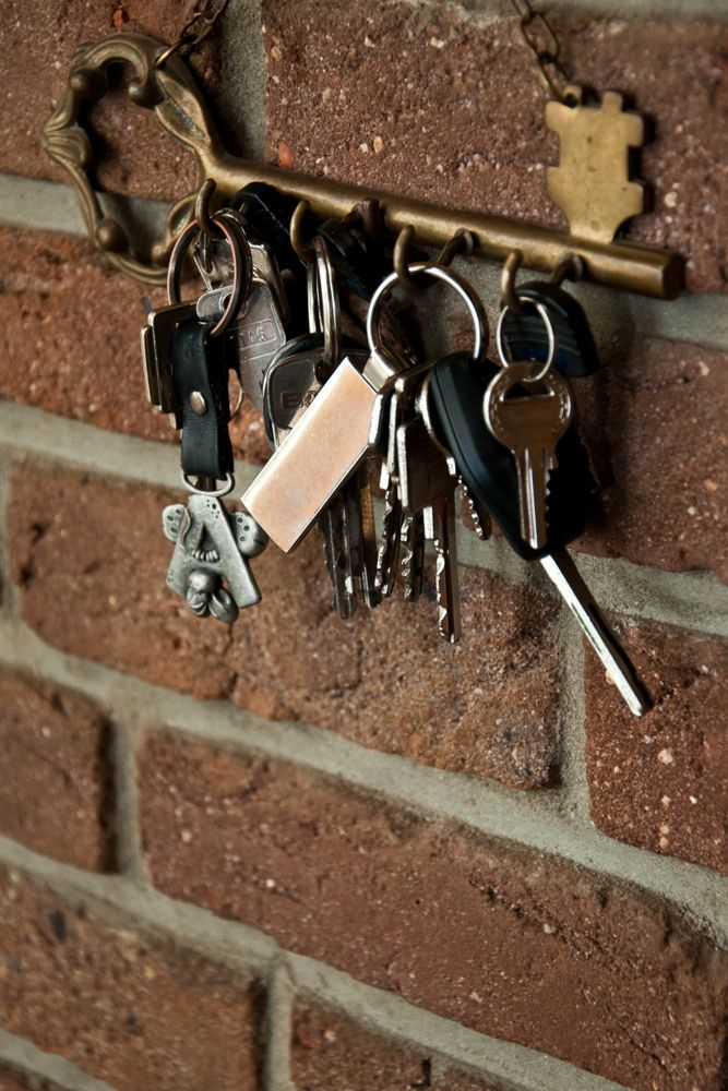 how-to-clean-different-types-of-surfaces-metal-key-holder