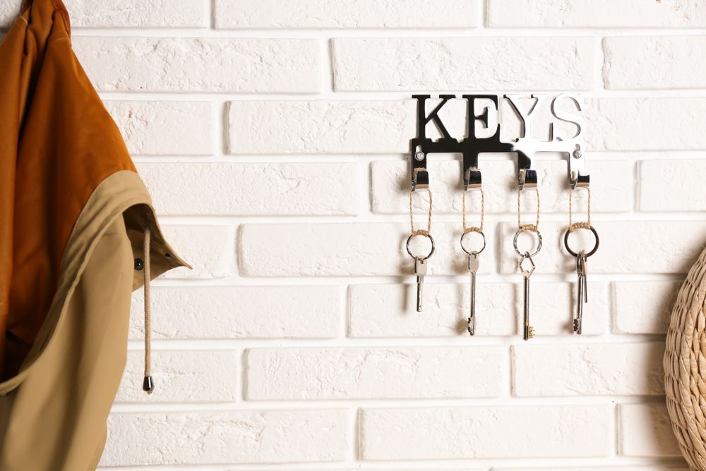 how-to-clean-different-types-of-surfaces-steel-key-holder