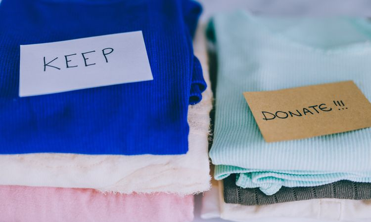 clothes-pile-keep-discard-clean-organisation