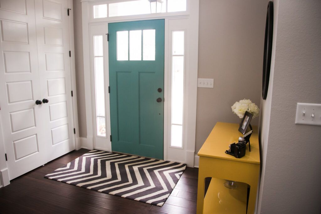 feng shui tips-minimalist foyer-clear entryway-minimal furniture