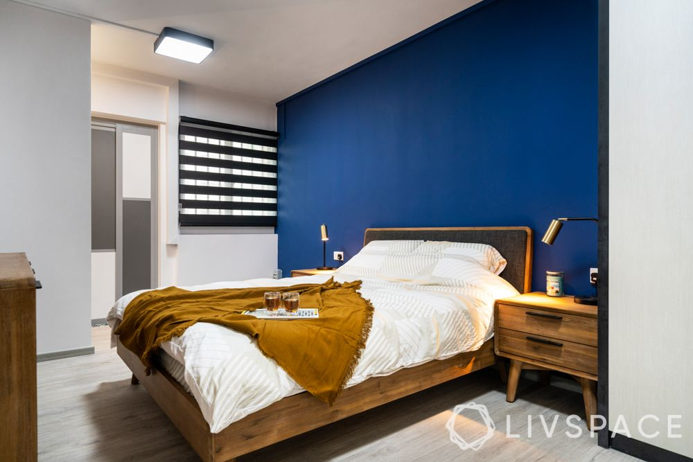 room colour ideas-wooden bed and bedside tables-blue accent wall
